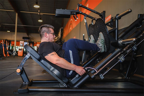 Is there any difference between training with weights and training with gym equipment? - photo 1.1