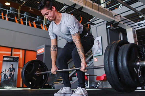 How to perform deadlifts correctly - photo 1.1